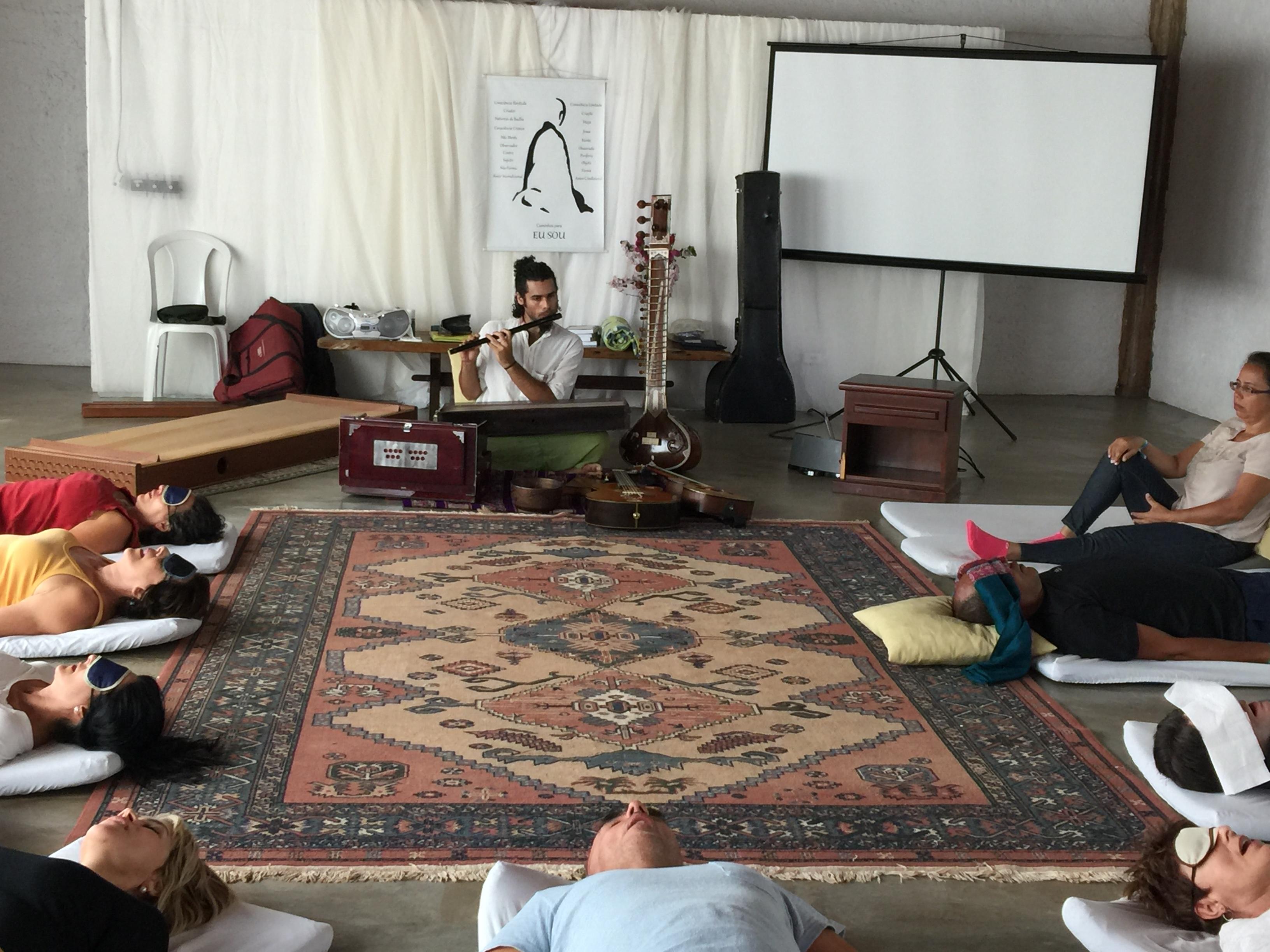Sessão de Renascimento  com musica vivo com Thomaz Aye